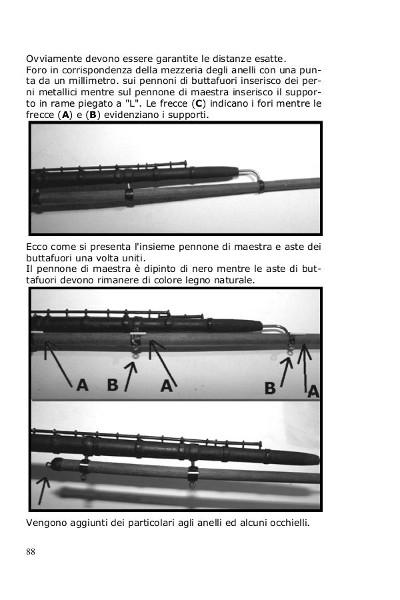 Sui pennoni maggiori sono presenti i tubi per l'inferitura delle vele e le aste dei buttafuori