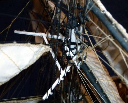 Dettaglio delle manovre e rigging della crocetta del Cutty Sark vista laterale