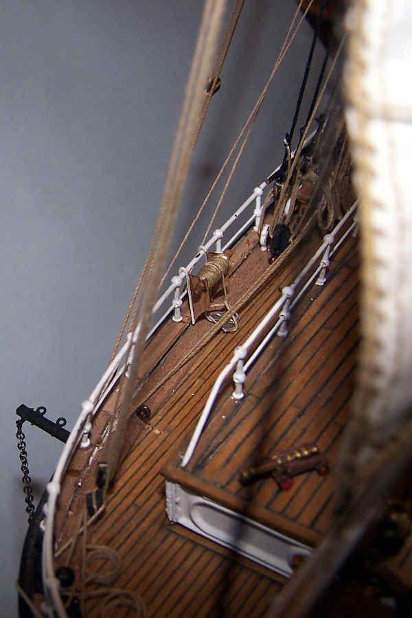 Il congegno posizionato all'interno del parapetto aumenta il dettaglio e conferisce un tocco di eleganza al Cutty Sark.