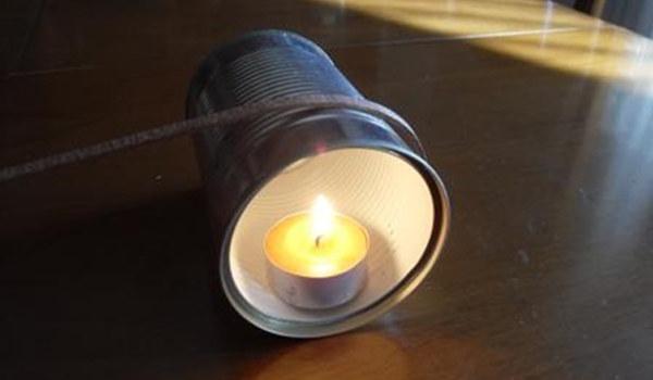 Piegare un listello con un barattolo e una candela