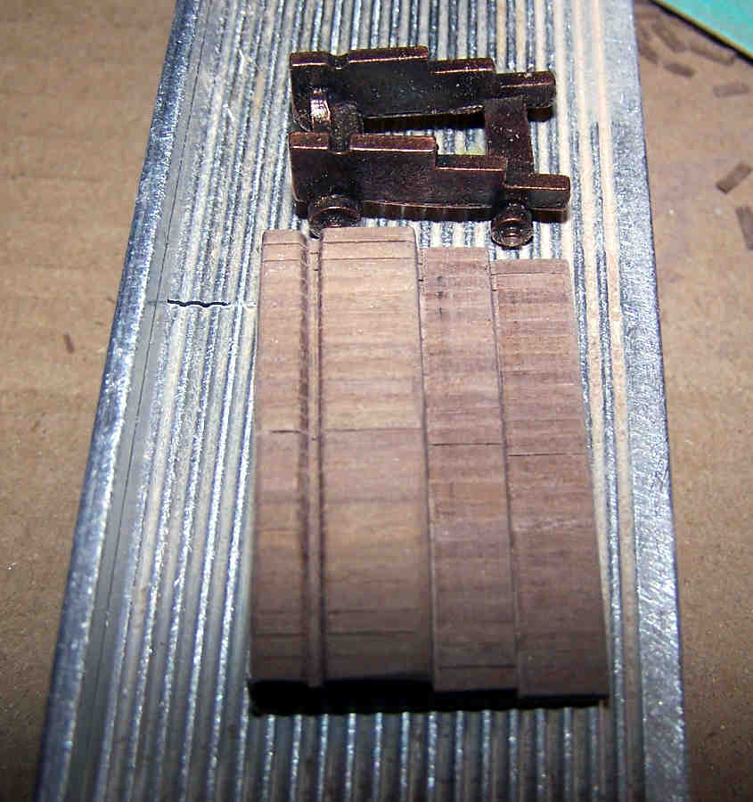 I lati dell'affusto sono completi dei tre gradini
