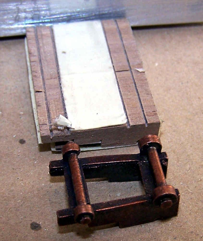 Si incidono i tagli per le aperture dei mozzi porta ruote
