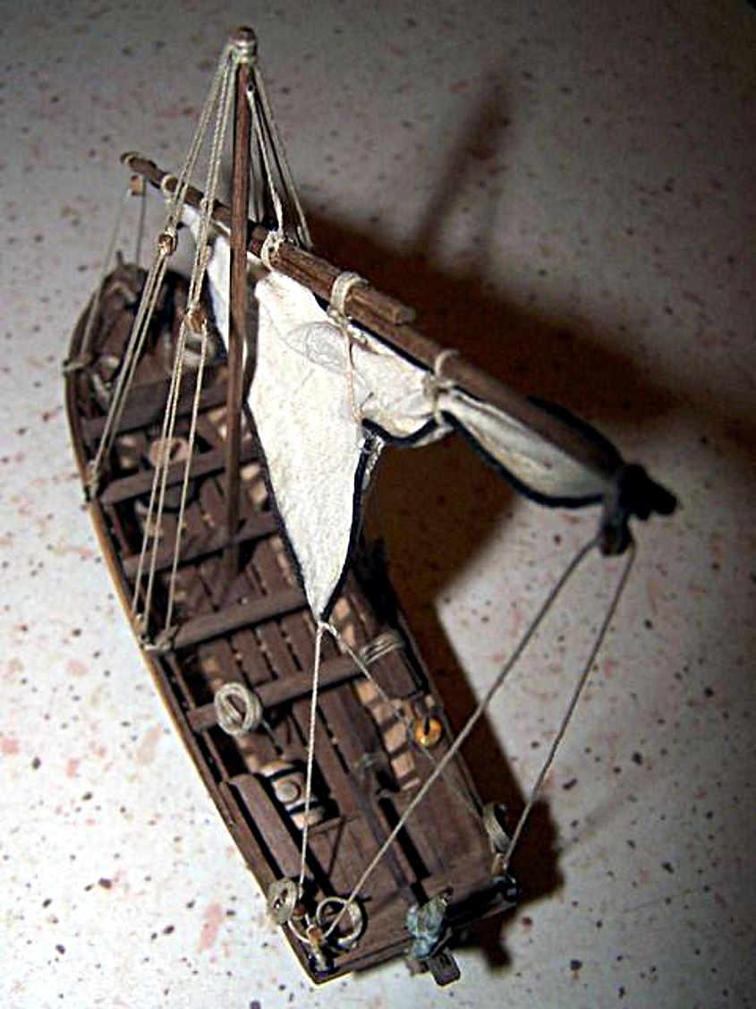 La scialuppa costruita con la chiglia e il doppio fasciame