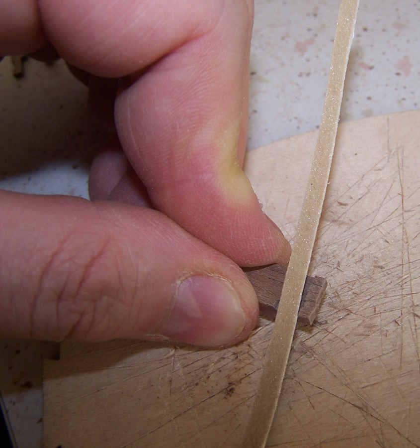 La rifinitura va fatta con una limetta assottigliata