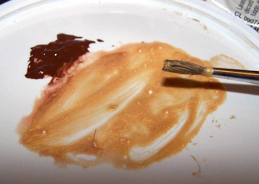 Stemperare il colore oro con molta acqua