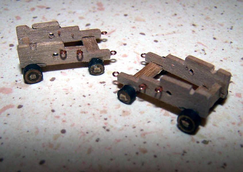 Due Supporti dei cannoni cannoni finitiDue Supporti dei cannoni cannoni finiti