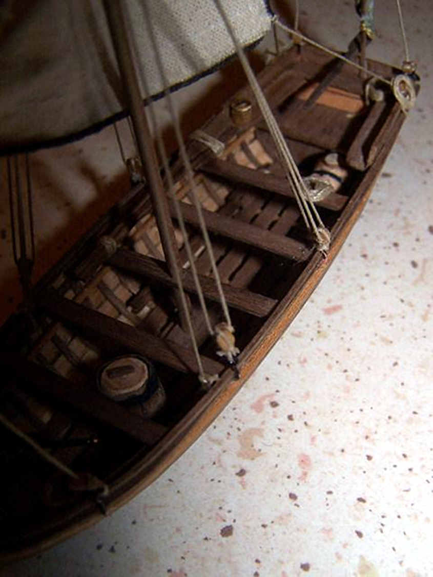 Il centro della barca privo di dettagli aggiuntivi