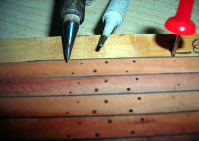 Al posto del pirografo sarebbe possibile utilizzare un comune saldatore a stagno, ma è meno maneggevole e preciso