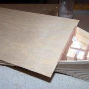 Il falso ponte è formato da un unico foglio di compensato di betulla da 0,8 mm