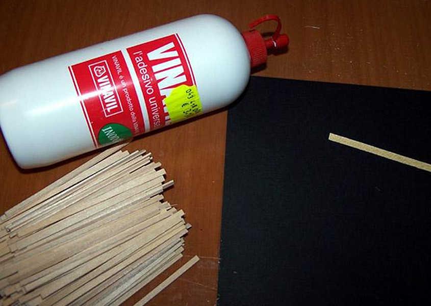 Preparare un foglio di carta nera e della colla vinilica