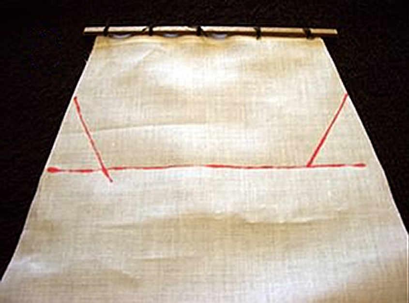 Si evidenziano le linee di taglio degli angoli della vela