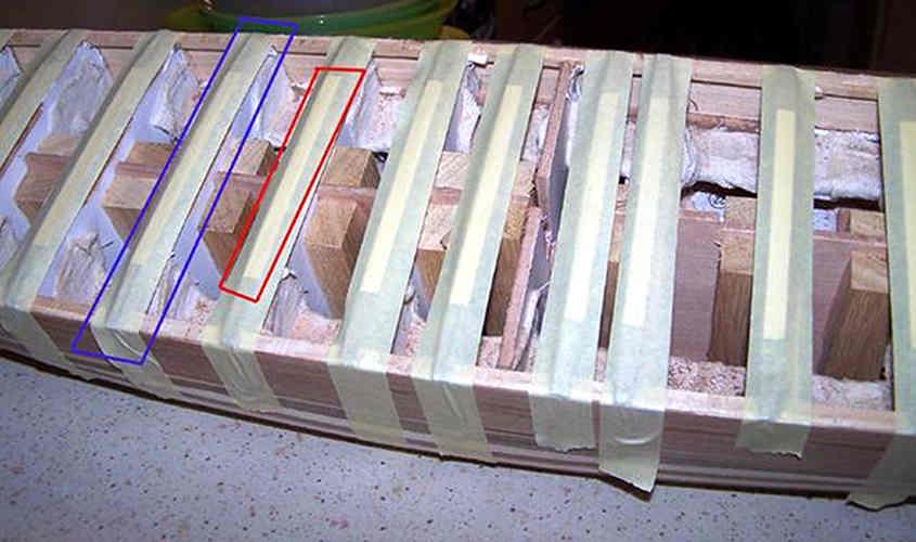 due listelli di spessore diverso permettono di creare una struttura che permetta un ponte a schiena di asino