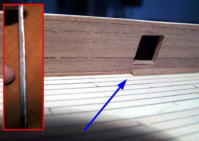 Nella seconda fase si incolla il listello di noce da 0,5x3 mm