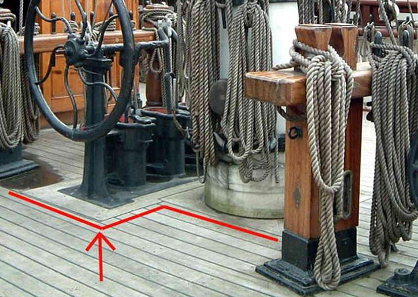 Dalle foto originali si notano perfettamente le cornici attorno alle strutture maggiori.