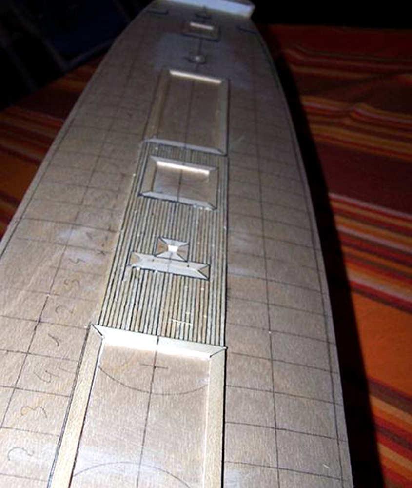 Una vista prospettica della zona del centronave ricoperta dal tavolato del ponte