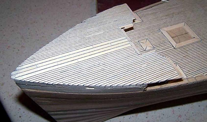 Si notino i 4 listelli al centro che sono di maggiore spessore (King planks).