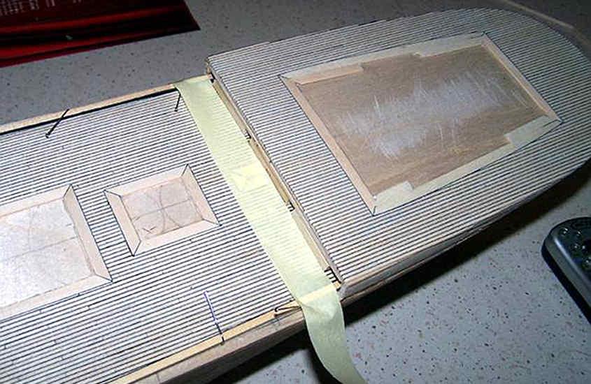 Il trincarino si blocca in posizione a filo delle tavole del ponte.