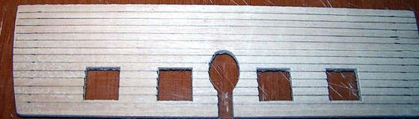 La preparazione delle linee di taglio dello specchio di poppa da piegare