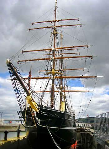La RRS Discovery è una nave utilizzata in diverse spedizioni nelle regioni antartiche