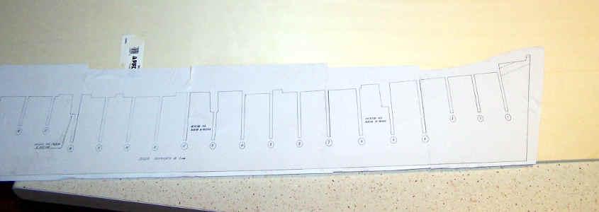 La chiglia è ricavata da un foglio di compensato di betulla spesso soli 3 mm.