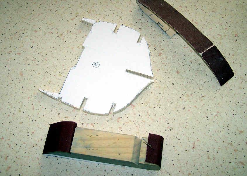 I bordi dell'ordinata vanno rifiniti con la cartavetro