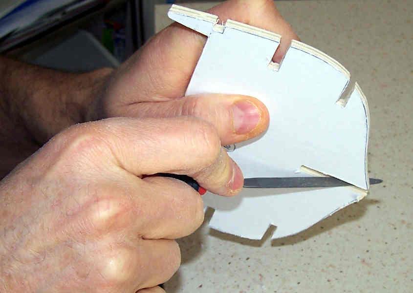 Per rifinire gli incastri si utilizza una limetta piatta.