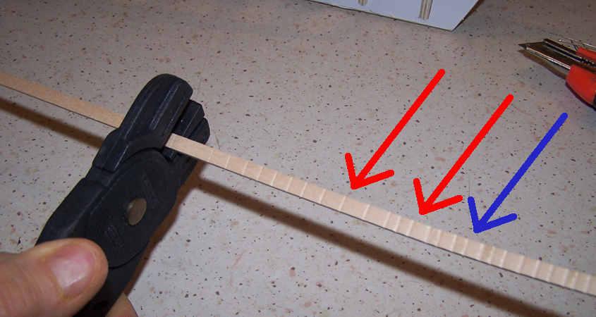 La pinza piega listelli è un rappresenta un sistema meccanico per piegare i listelli.