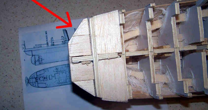 Taglio grezzo e in diagonale per facilitare step successivo di carteggiatura.