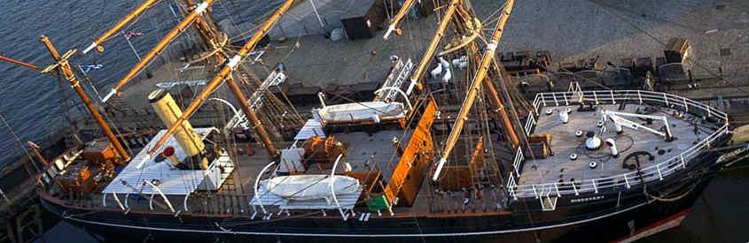 Foto aerea della RRS Discovery ormeggiata a Dundee in Scozia. (Tutti i diritti appartengono al legittimo proprietario).