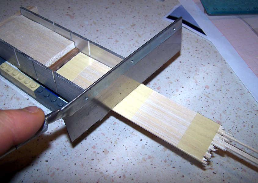Taglio circa 20 listelli tutti della stessa lunghezza.