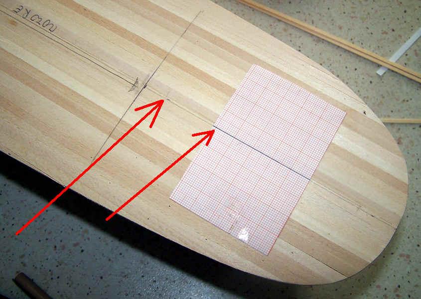 Foglio carta millimetrata per garantire di incollare i listelli paralleli alla mezzeria.