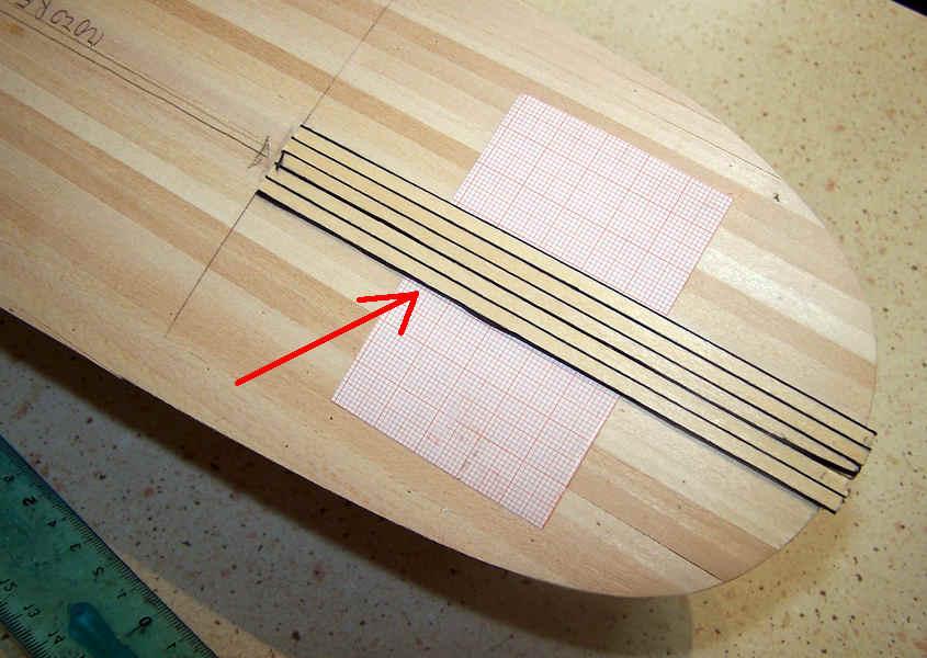 Aiutandomi con la carta millimetrata garantisco che i 5 listelli (i king planks) siano perfettamente paralleli alla mezzeria.