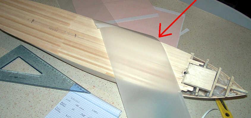Utilizzo un foglio di acetato per tracciare la sagoma del ponte di coperta.