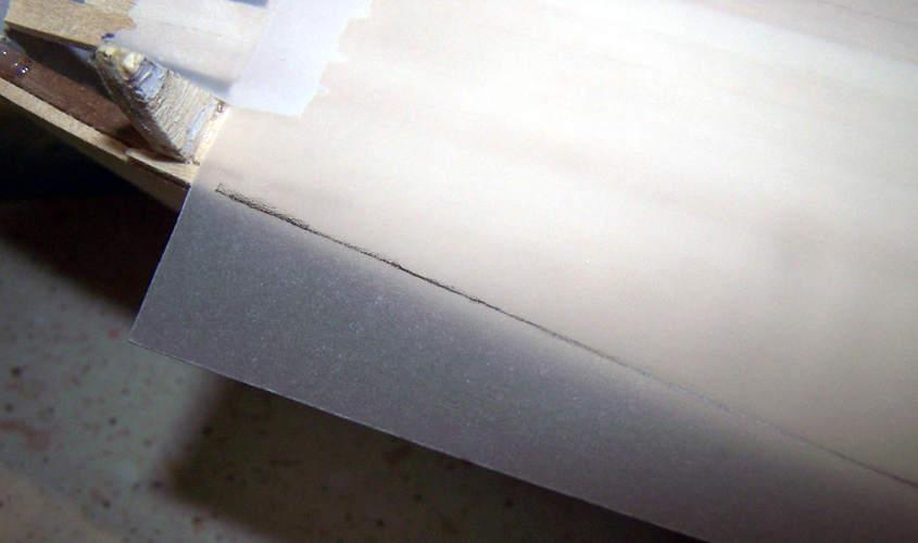 Sul foglio di acetato traccio la sagoma del ponte di coperta.