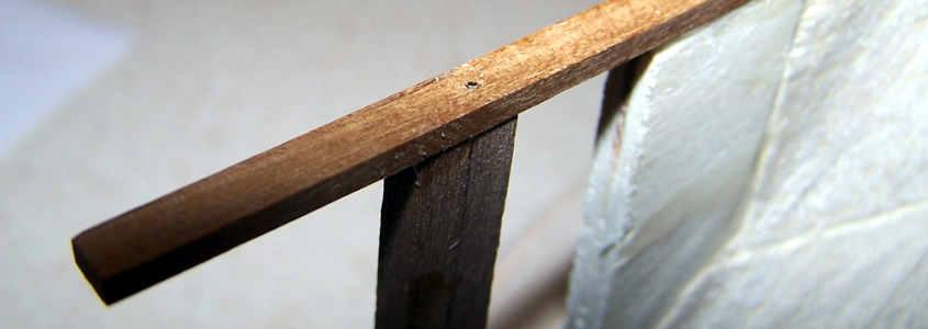 Il perno in ottone va battuto in profondità fino a rimanere a filo della chiglia.