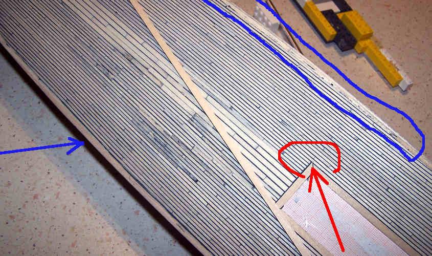 Una fase di lavoro della posa del trincarino al centro della nave.