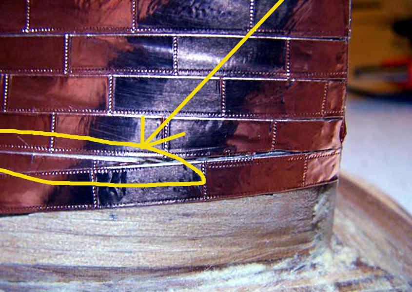 Uno spazio eccessivo tra le lastre di rame deve essere corretto.