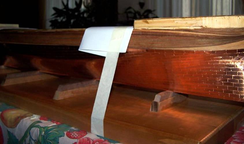 La base dell'invasatura è costituita da una tavola di legno massello.
