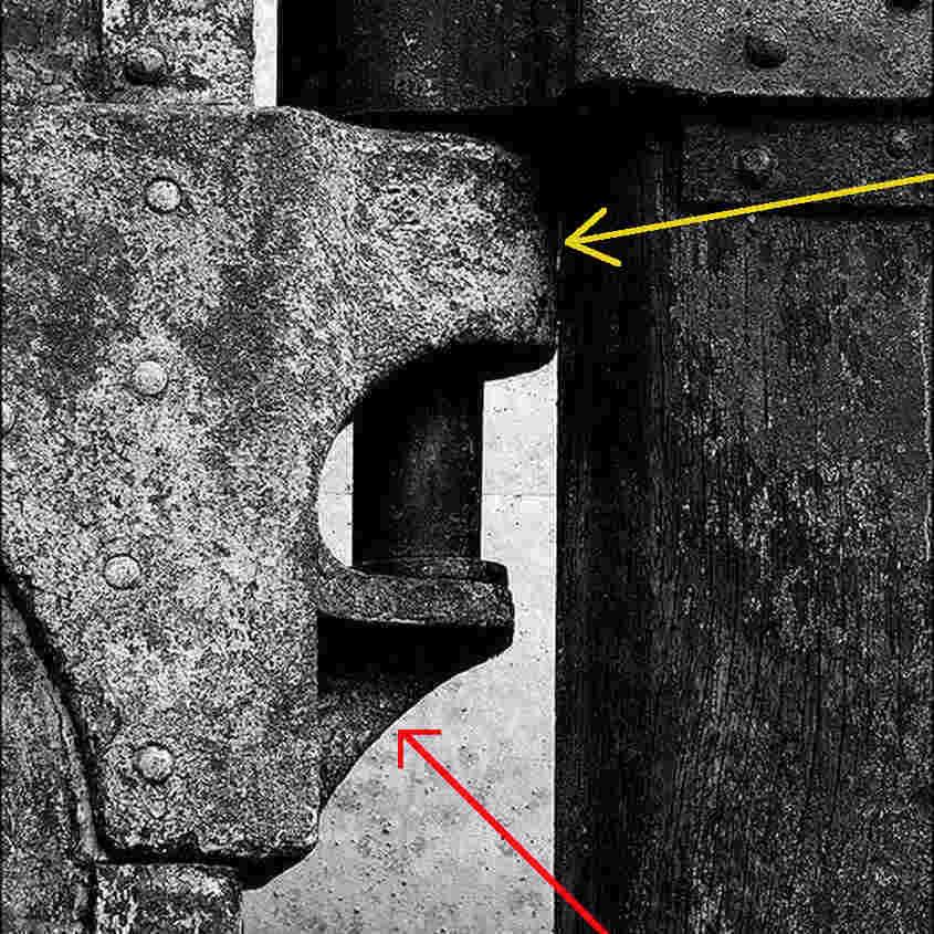 Parte alta della linguetta che avvolge la femminella del timone della RRS Discovery tratta da Internet (tutti i diritti appartengono al proprietario della foto).