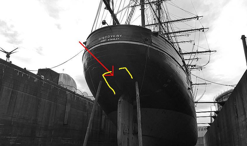 La RRS Discovery delle spedizioni antartiche ha una losca di forma rettangolare.