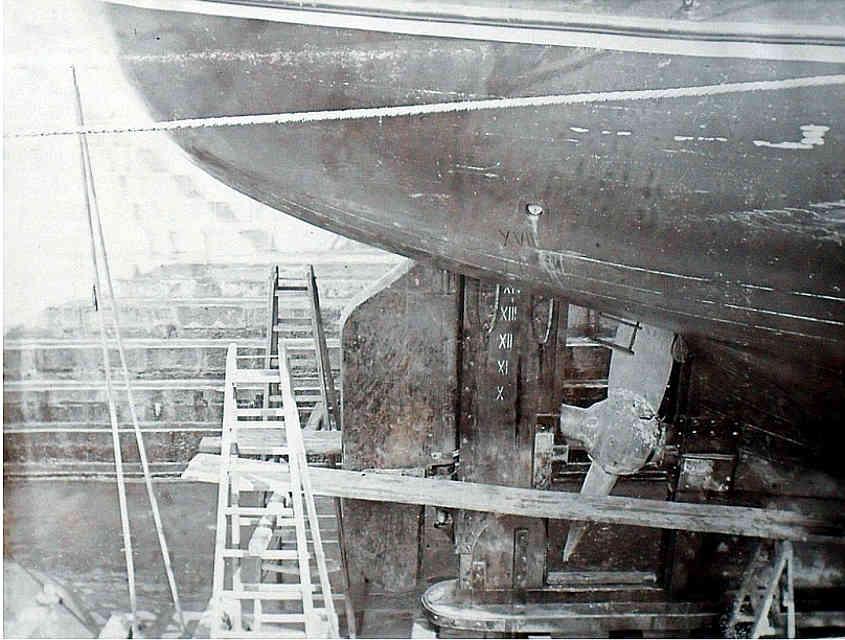 Parte alta della pala del timone della RRS Discovery tratta da Internet (tutti i diritti appartengono al proprietario della foto).