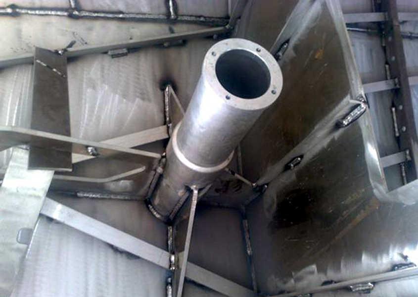 Una losca in acciaio di una imbarcazione moderna.