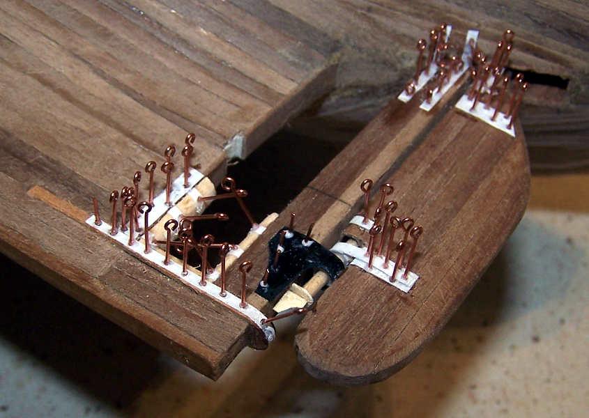 Altra angolazione dei gambi dei golfari usati per simulare i rivetti.