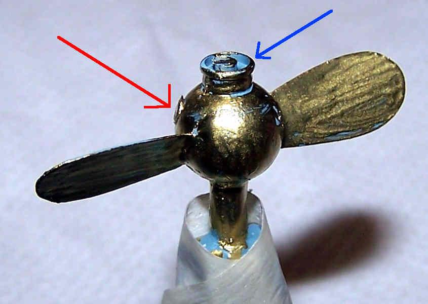 Assemblo il bulbo e le pale dell'elica assieme ad altri componenti minori ed ottengo il gruppo propulsione completo.