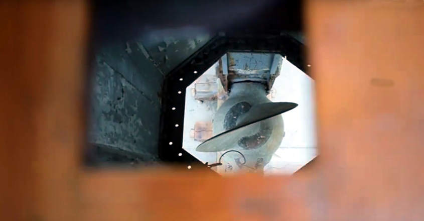 Dai fori del carabottino ottagonale si vede la struttura sferica dell'elica.