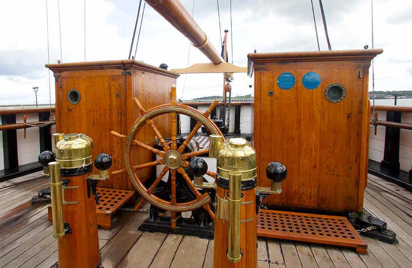 La poppa della RRS Discovery è allestita con due cabine e diversi carabottini.