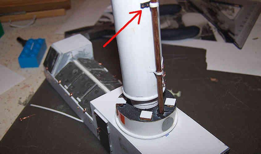 Gli step per ricostruire la ferramente del camino si concludono con l'inserimento dei bulloni.