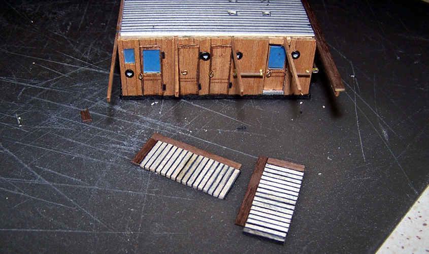 Le due piattaforme di osservazione vengono montate a parte.