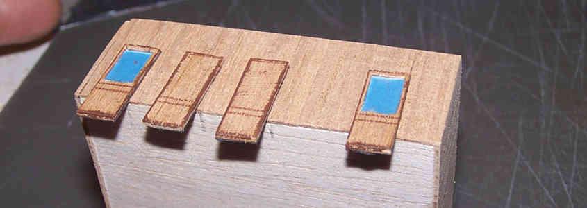 Eseguo delle prove preliminari con le porte appoggiate sulla struttura della cabina della RRS Discovery.