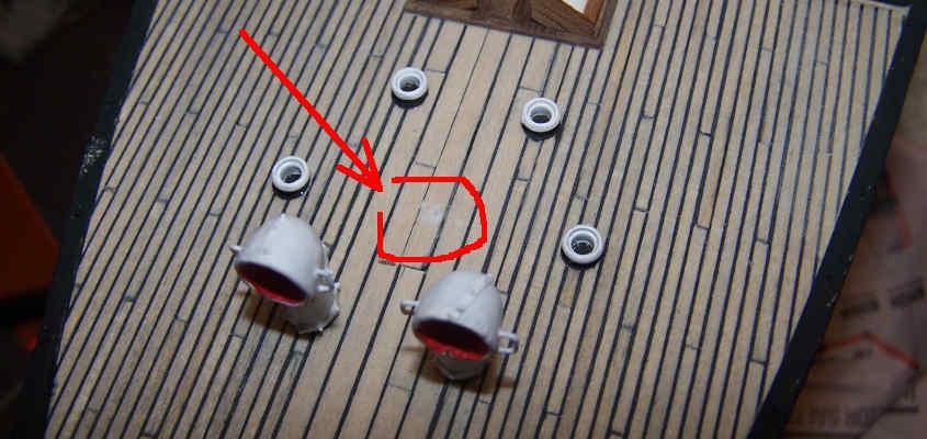 Al centro dell'esagono di carta rimane una traccia di colla che verrà coperta dell'argano.